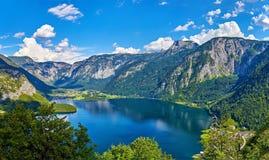 Opinión panorámica sobre el lago austríaco alps de las montañas Imágenes de archivo libres de regalías
