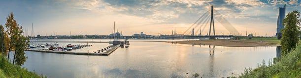 Opinión panorámica sobre la ciudad de Riga, Letonia imagen de archivo libre de regalías