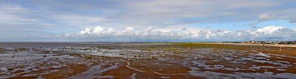 Opinión panorámica sobre la marea del mar. Imagenes de archivo