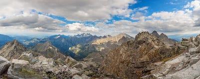 Opinión panorámica sobre las altas montañas de Tatra, Eslovaquia, Europa Fotos de archivo