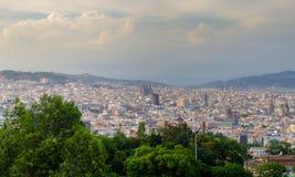 Opinión panorámica sobre los lugares de visita turístico de excursión de Barcelona en la luz del sol, España Fotografía de archivo libre de regalías