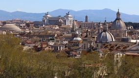 Opinión panorámica sobre los tejados de Roma, Italia Roma, Italia Tiro de la toma panorámica almacen de metraje de vídeo