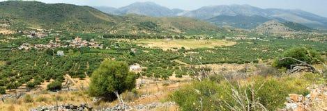 Opinión panorámica sobre pueblo de montaña en día suuny Fotografía de archivo libre de regalías