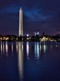 Opinión panorámica Washington Monument iluminado Fotografía de archivo