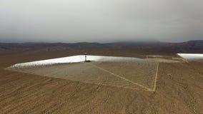 Opinión panorámica y aérea del paisaje de baterías solares almacen de video