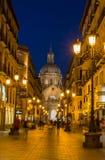 Opinión peatonal de la noche del área de Zaragoza Foto de archivo libre de regalías