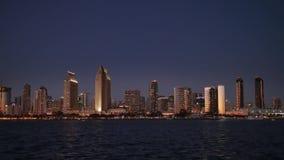 Opinión pintoresca San Diego Skyline en la noche del parque centenario en la isla de Coronado metrajes
