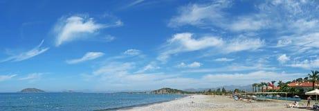 Opinión pintoresca sobre la playa imagen de archivo libre de regalías