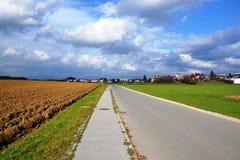 Opinión Pivka Postojna, región del pueblo de Prestranek Eslovenia de Ljubljana Notranjska fotos de archivo