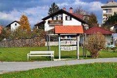 Opinión Pivka Postojna, región del pueblo de Prestranek Eslovenia de Ljubljana Notranjska fotografía de archivo