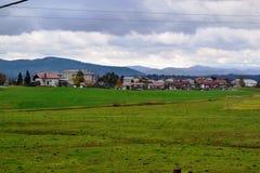 Opinión Pivka Postojna, región del pueblo de Prestranek Eslovenia de Ljubljana Notranjska imagen de archivo libre de regalías