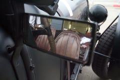 Opinión posterior del espejo del coche de carreras del vintage Fotografía de archivo