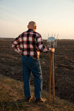 Opinión posterior del granjero Imágenes de archivo libres de regalías