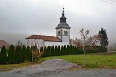 Opinión Postojna, burjaka del pueblo de Razdrto Eslovenia del viento de la región de Nanos Notranjska del soporte imagen de archivo libre de regalías