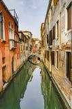 Opinión Rio Marin Canal con los barcos y las góndolas en Venecia Fotografía de archivo libre de regalías