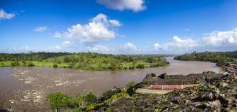 Opinión Rio San Juan, de la fortaleza española vieja, pueblo de El Castillo, Rio San Juan, Nicaragua foto de archivo libre de regalías