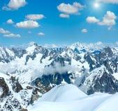 Opinión risuena del macizo de la montaña de Mont Blanc de Aiguille du Midi imagenes de archivo