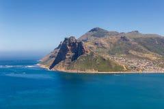 Opinión rocosa de la costa de la bahía de Hout de la impulsión escénica en Cape Town fotografía de archivo libre de regalías