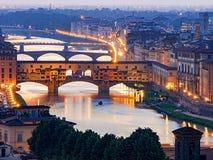 Opinión romántica de la puesta del sol del Ponte Vecchio en Florencia, Italia, fotos de archivo libres de regalías