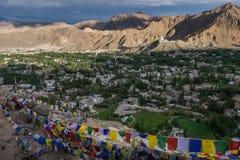 Opinión Shanti Stupa en una cumbre en Chanspa del palacio de Leh en el distrito de Leh, Ladakh Foto de archivo