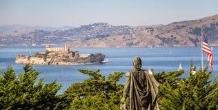 Opinión sobre Alcatraz, de la colina del telégrafo, San Francisco, California, los E.E.U.U. fotos de archivo libres de regalías