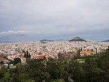 Opinión sobre Atenas cerca de la acrópolis Imagen de archivo