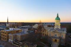 Opinión sobre ayuntamiento en Atenas, GA EE.UU. fotos de archivo