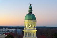 Opinión sobre ayuntamiento en Atenas, GA EE.UU. imagenes de archivo