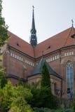 Opinión sobre basílica de menor importancia en Grybow, Beskid Sadecki, Polonia fotografía de archivo libre de regalías