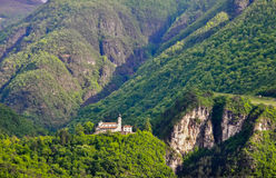 Opinión sobre castillo en Italia imagenes de archivo