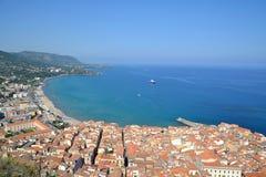 Opinión sobre Cefalu en Sicilia, Italia Imagen de archivo