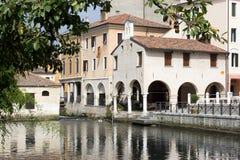 Opinión sobre cityl viejo. Portogruaro. Italia. imagenes de archivo