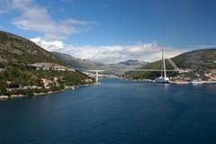 Opinión sobre Dubrovnik y Franjo Tudman Bridge Fotos de archivo libres de regalías
