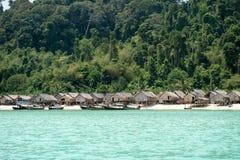 Opinión sobre el barco, Tailandia del pueblo de Morgan Imagen de archivo libre de regalías
