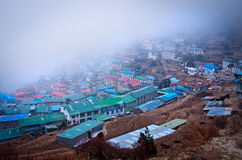 Opinión sobre el Bazar de Namche, distrito de Khumbu, Himalaya nepal Imagenes de archivo