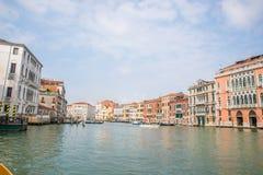 Opinión sobre el canal grande en Venecia Italia Imagen de archivo libre de regalías