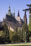 Opinión sobre el castillo de Praga del jardín real Imágenes de archivo libres de regalías