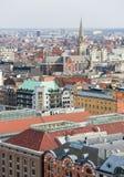 Opinión sobre el centro de Amberes, Bélgica, con la iglesia del santo fotos de archivo libres de regalías