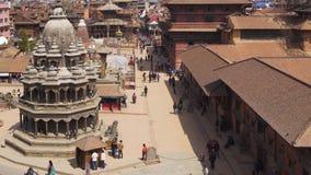 Opinión sobre el cuadrado de Durbar - parte de la capital antigua de Nepal - Patan almacen de metraje de vídeo