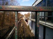 Opinión sobre el ferrocarril a través de la verja fotografía de archivo libre de regalías