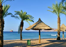 Opinión sobre el golfo de Aqaba de la playa norteña de Eilat Fotografía de archivo