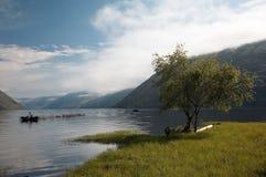 Opinión sobre el lago de la montaña Imagenes de archivo