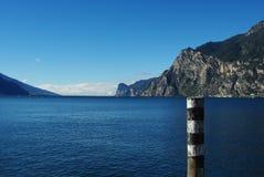 Opinión sobre el lago Garda de Riva cercano del Garda, Italia Imagenes de archivo