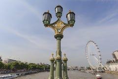 Opinión sobre el ojo y el faro en el puente de Westminster, Londres, Reino Unido de Londres Imagenes de archivo