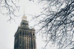 Opinión sobre el palacio de la cultura y de la ciencia en Varsovia, Polonia imagen de archivo libre de regalías