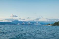Opinión sobre el puente de Rion-Antirion cerca de Patras, Grecia Fotos de archivo