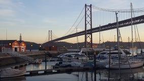 Opinión sobre el puente del 25 de abril Imágenes de archivo libres de regalías
