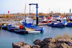 Opinión sobre el puerto de Gran Tarajal en Fuerteventura, España Pictur Imagenes de archivo