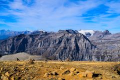 Opinión sobre el Torrenthorn en un día soleado del otoño, viendo las montañas suizas, Suiza/Europa fotografía de archivo