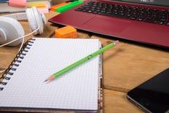 Opinión sobre espacio de trabajo de escritorio Imágenes de archivo libres de regalías